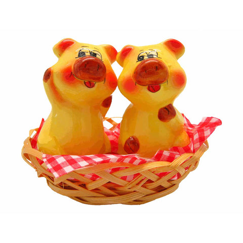 Animal Salt & Pepper Shakers Pigs Basket