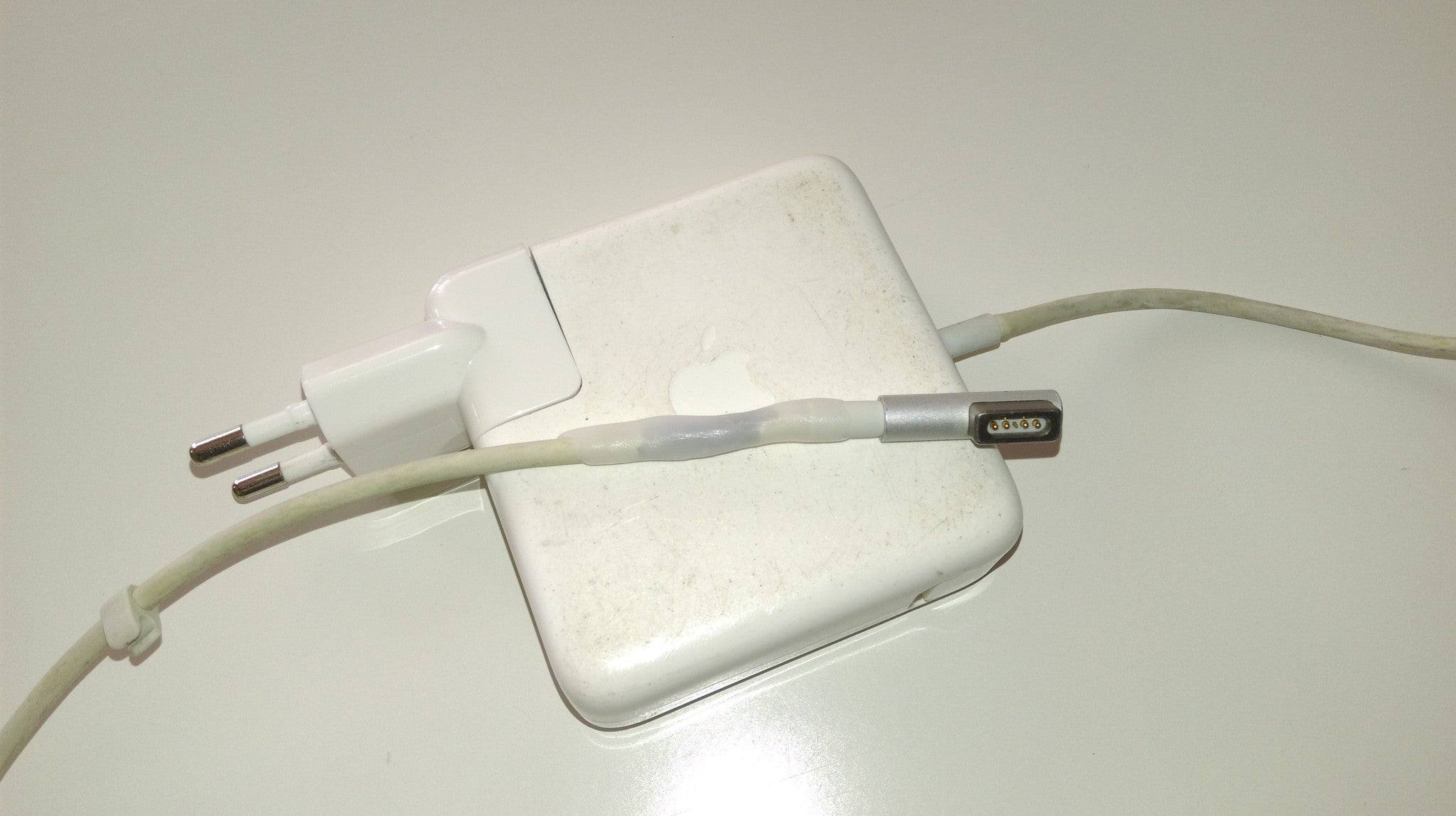 Apple cable repair white
