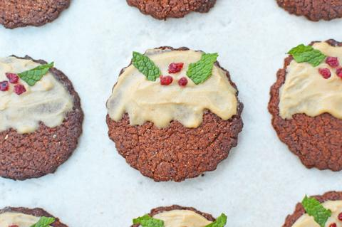 Christmas Pudding Gingerbread Cookies | Neat Nutrition