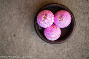 BATH BOMB-SPICED CRANBERRY