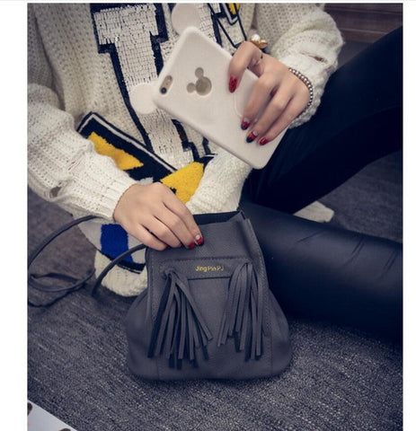 New Style Retro Minimalist Crossbody Bag Fashion Small Women Shoulder Bag Tassel Women Messenger Bag - Raja Indonesia