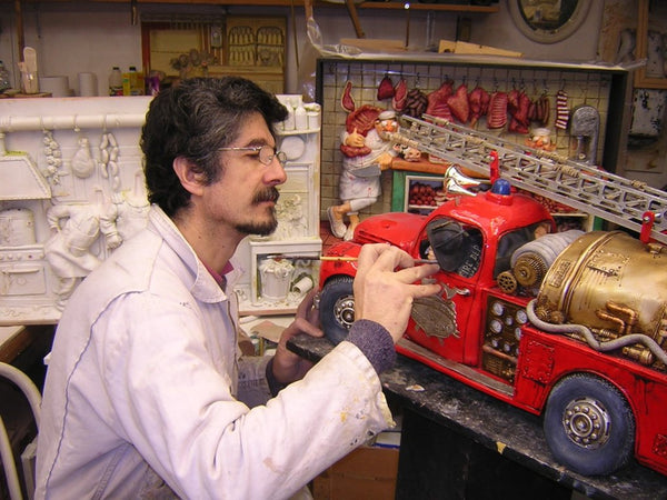 Sculptor Guillermo Forchino at work at his studio