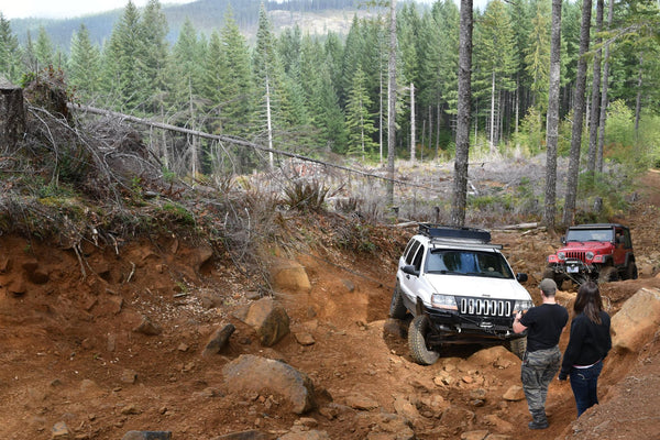 winching a jeep grand cherokee upwards on the trail using HK Offroad Hidden Winch Mount