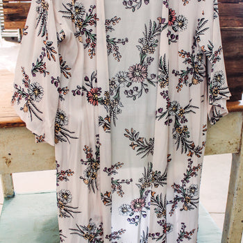 She's Every Woman - Blush Floral Duster