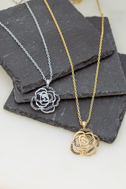 rose short pendant necklace