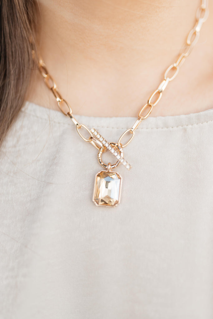its the Jewel Pendant Necklace