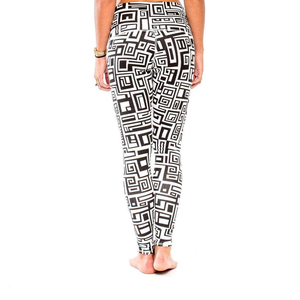 YOGA LEGGING BIG FUNK White/Black (back view) PEACEfits