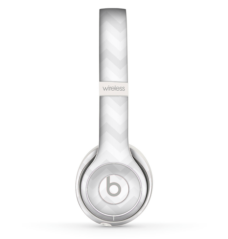 The Faded White Zigzag Chevron Pattern Skin Set for the Beats by Dre Solo 2 Wireless Headphones