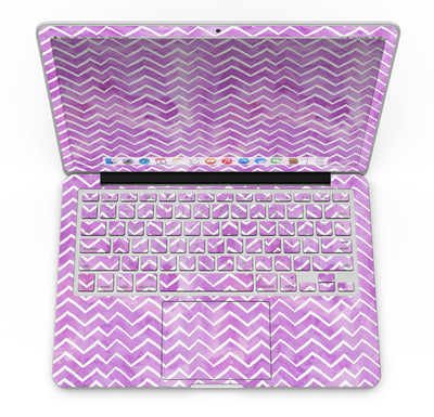 White_Chevron_Over_Purple_Grunge_Surface_-_13_MacBook_Pro_-_V4.jpg