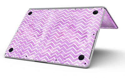 White_Chevron_Over_Purple_Grunge_Surface_-_13_MacBook_Pro_-_V8.jpg