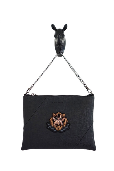 Kesa + Konc - Zalia Crest Clutch Bag - Black