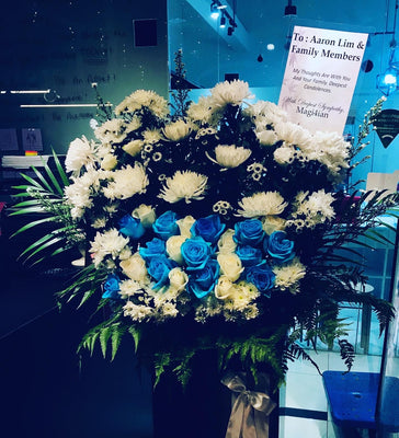 Blue and white Roses Condolence Stand (CDS21)