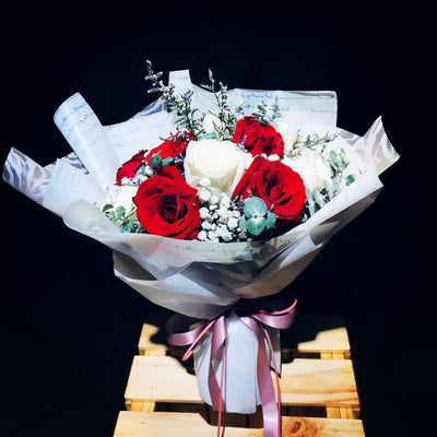 Red and White Roses (FD069)