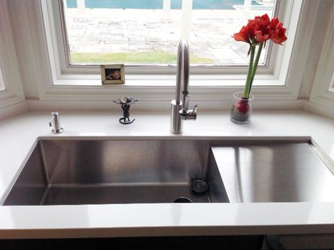 Single bowl drainboard sink