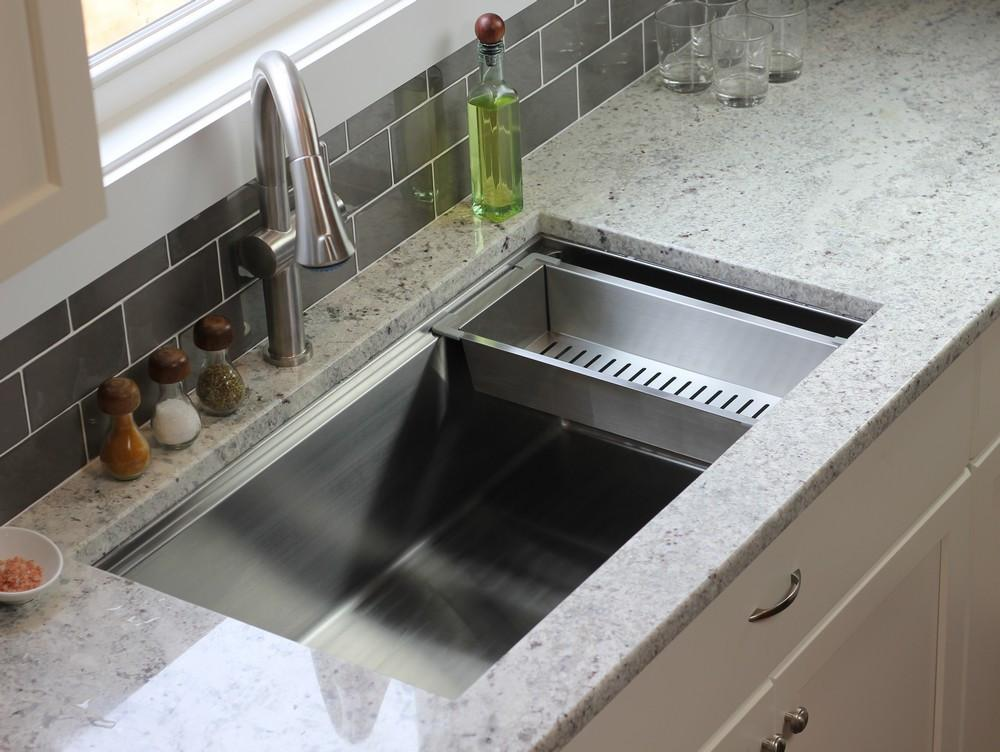 Ledge kitchen sink accessory - stainless steel strainer