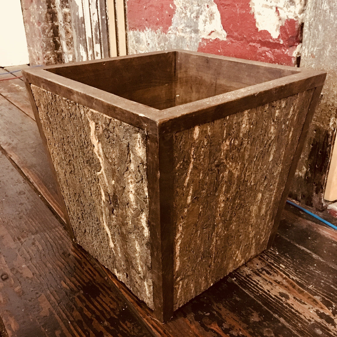 Wood Planter (Large) - Naturally Anti-Microbial Hypoallergenic Sustainable Eco-Friendly Cork
