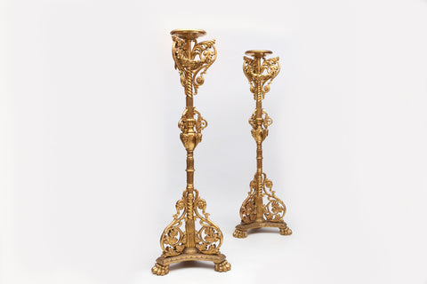 A MAGNIFICENT AND RARE PAIR OF ITALIAN CARVED GILTWOOD TORCHERES - REF No. 1002