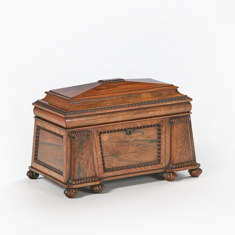 AN EXCEPTIONAL REGENCY PLUM MAHOGANY CELLARETTE - REF No. 1025