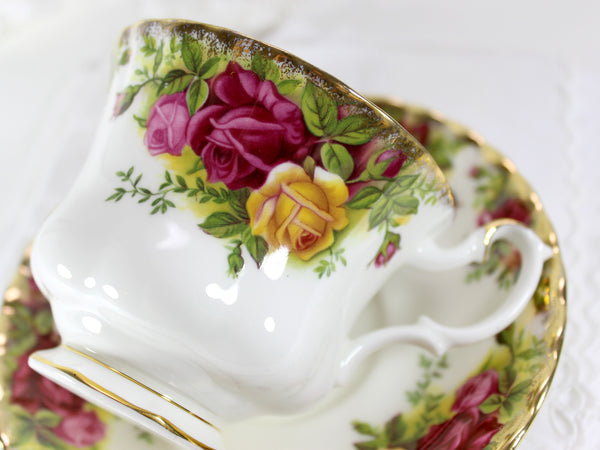 Royal Albert Old Country Roses, Marked 1962, Teacup Tea Cup and Saucer England 15445