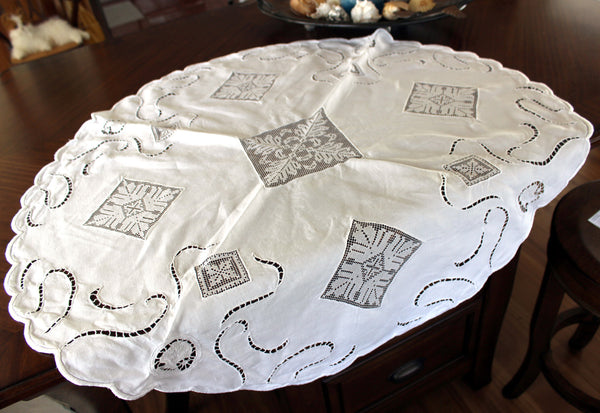 Linen and Lace Insert Tablecloth, Small Circular White Linen Table Cloth, 13008 - The Vintage Teacup - 2
