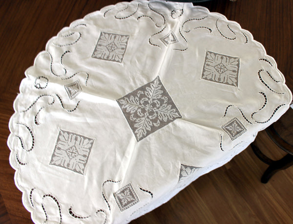 Linen and Lace Insert Tablecloth, Small Circular White Linen Table Cloth, 13008 - The Vintage Teacup - 3