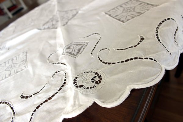 Linen and Lace Insert Tablecloth, Small Circular White Linen Table Cloth, 13008 - The Vintage Teacup