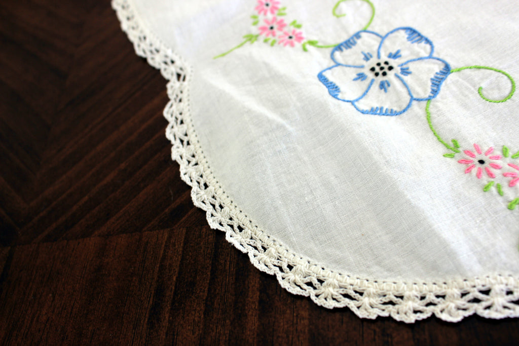 ... Embroidered Table Runner, Vintage Linen Table Scarf, Crochet Lace  Edging 13302   The Vintage ...