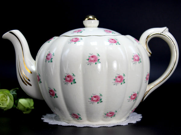 Vintage Teapot, Gibsons Melon Shaped Tea Pot, Pink Rosebud Chintz, 4 Cup Capacity 14217
