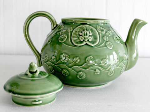 Large Green Teapot, Made in Portugal, Bordallo Pinheiro, Frog Accents 14265