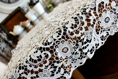 Lace Table Runner, White Needle Lace Table Runner, Vintage Linens 14279