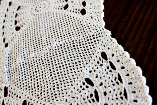 Crocheted Table Runner, White Table Scarf, Vintage Table Linens 14296