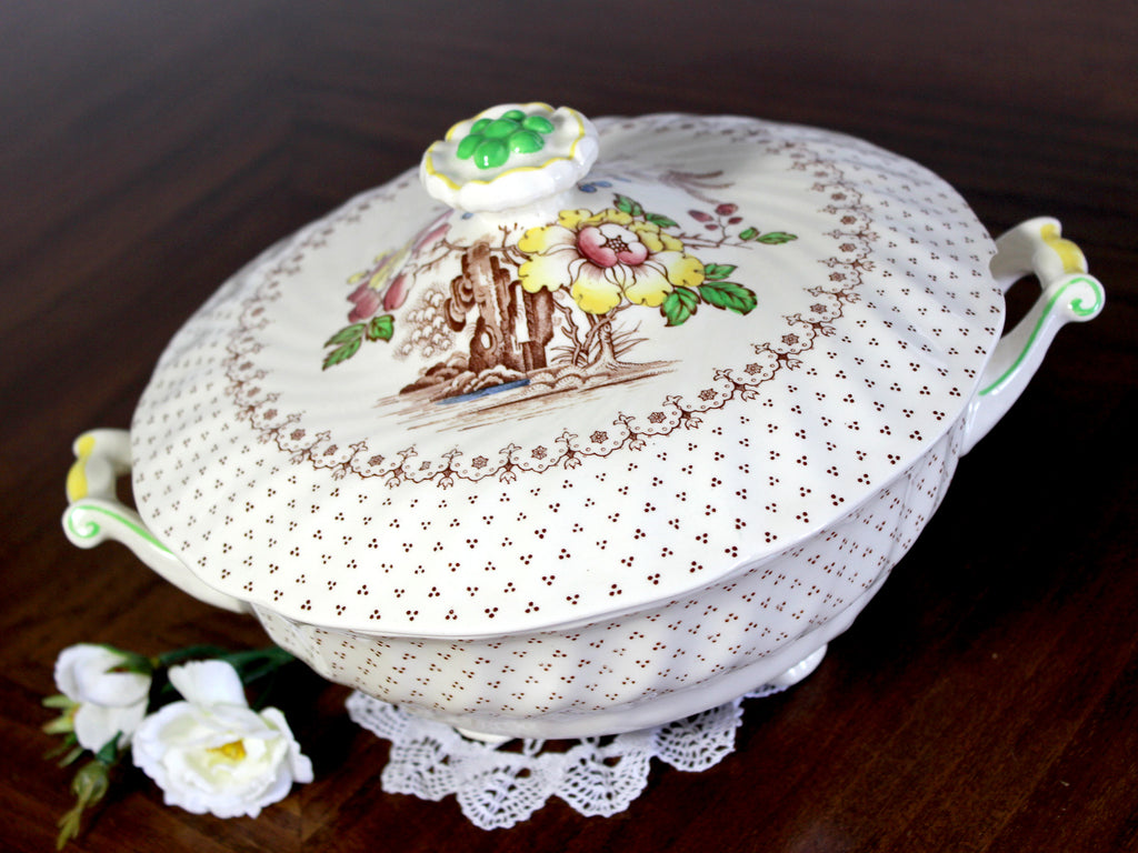 DAMAGED Royal Doulton, Grantham Lidded Vegetable Bowl, Made in England 14839