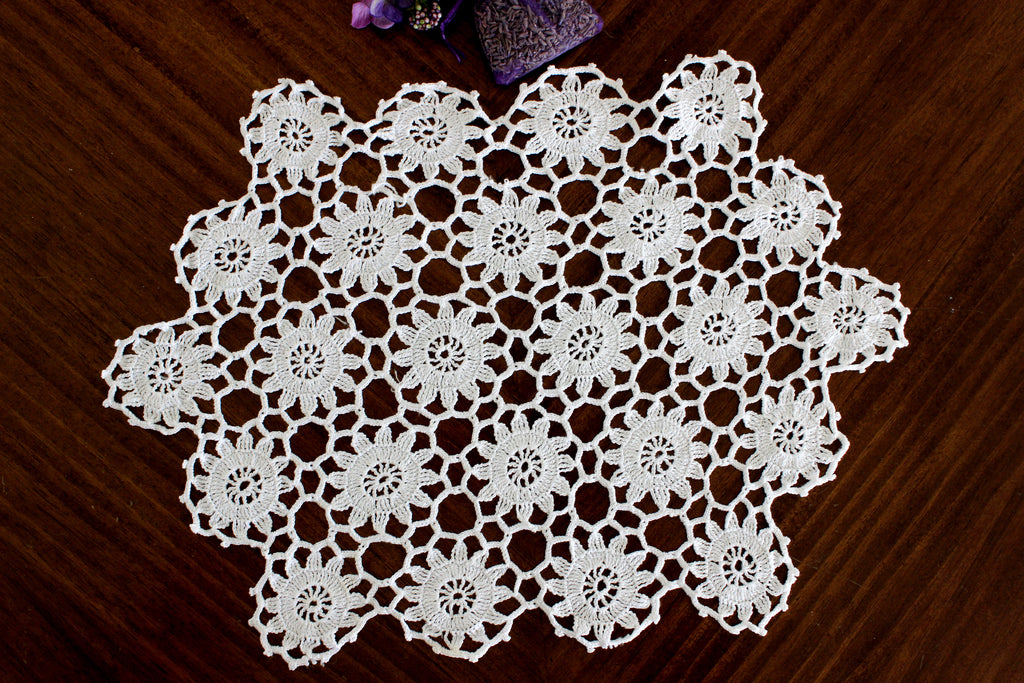 White Doily, Vintage Crochet Doilies, Vintage Table Linens, Daisy Design  15248 - The Vintage Teacup
