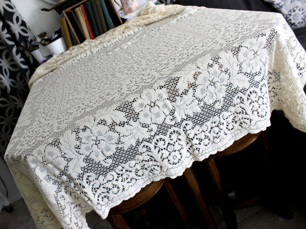 Quaker Lace Tablecloth, Vintage Table Cloth in a Medium Ecru Shade 15287 - The Vintage Teacup