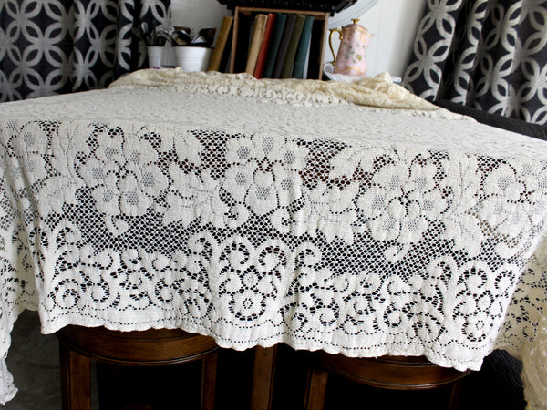 Quaker Lace Tablecloth, Vintage Table Cloth in a Medium Ecru Shade 15287