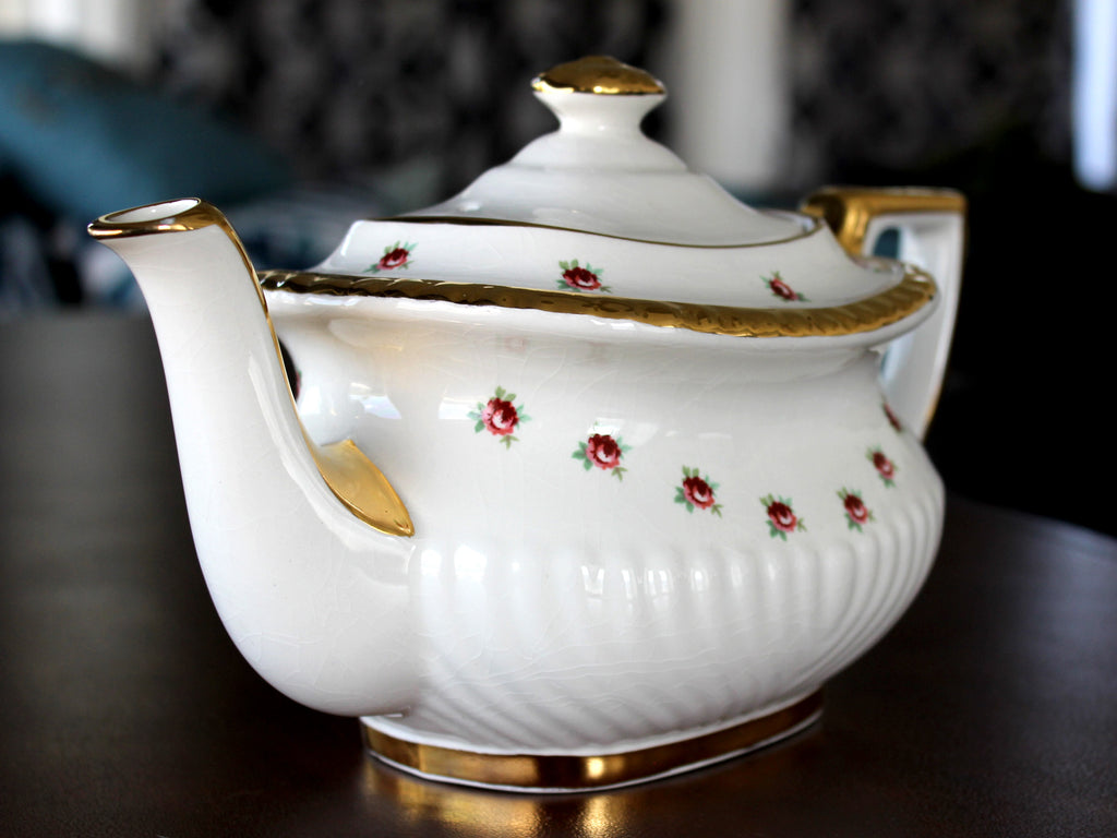Gibson Vintage Teapot, Rosebud Chintz Tea Pot, 4 Cup Capacity 15644 - The Vintage Teacup