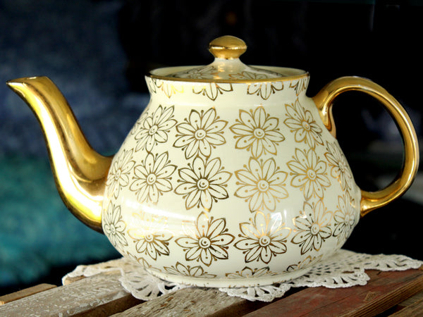 Hall Teapot, Gilt Daisy Chintz, Vintage USA, Porcelain Tea Pot 15876 - The Vintage Teacup