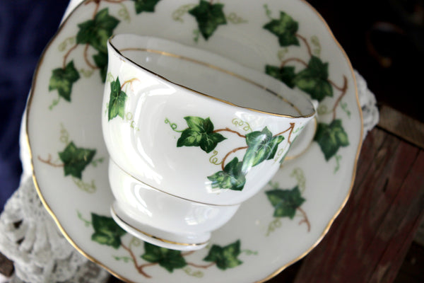 Green Ivy Teacup and Saucer, Colclough Cup, Vintage Bone China 15882 - The Vintage Teacup