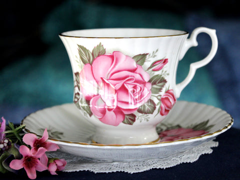Royal Windsor, Tea Cup and Saucer, English Bone China 16026