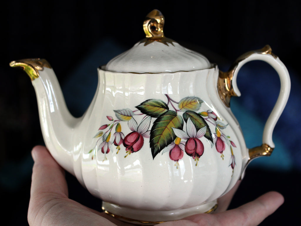 Tea for One, Swirled Fuchsia Teapot, Small Single Serve Tea Pot, Sadler 16161