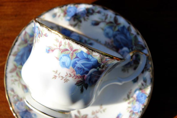 Stunning Royal Albert Moonlight Rose Teacup, Montrose Shaped Cup and Saucer 16192