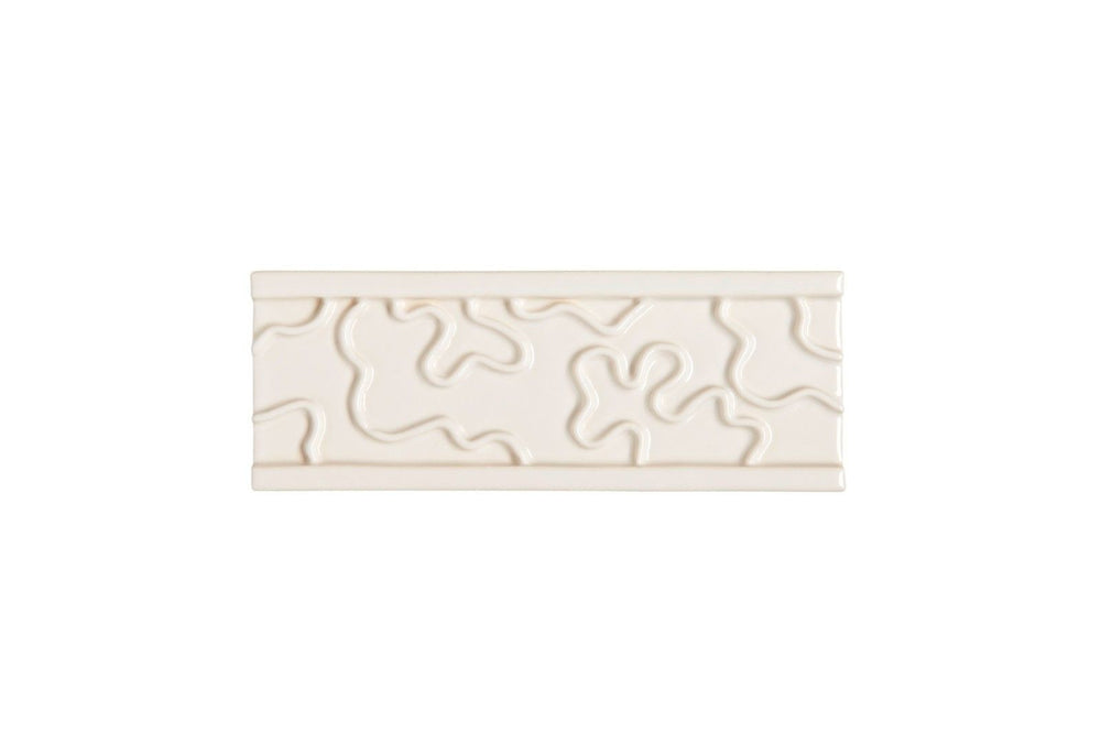 "Waterworks Cottage Vermicular Border 2 1/4"" x 6"" in Cream Glossy"
