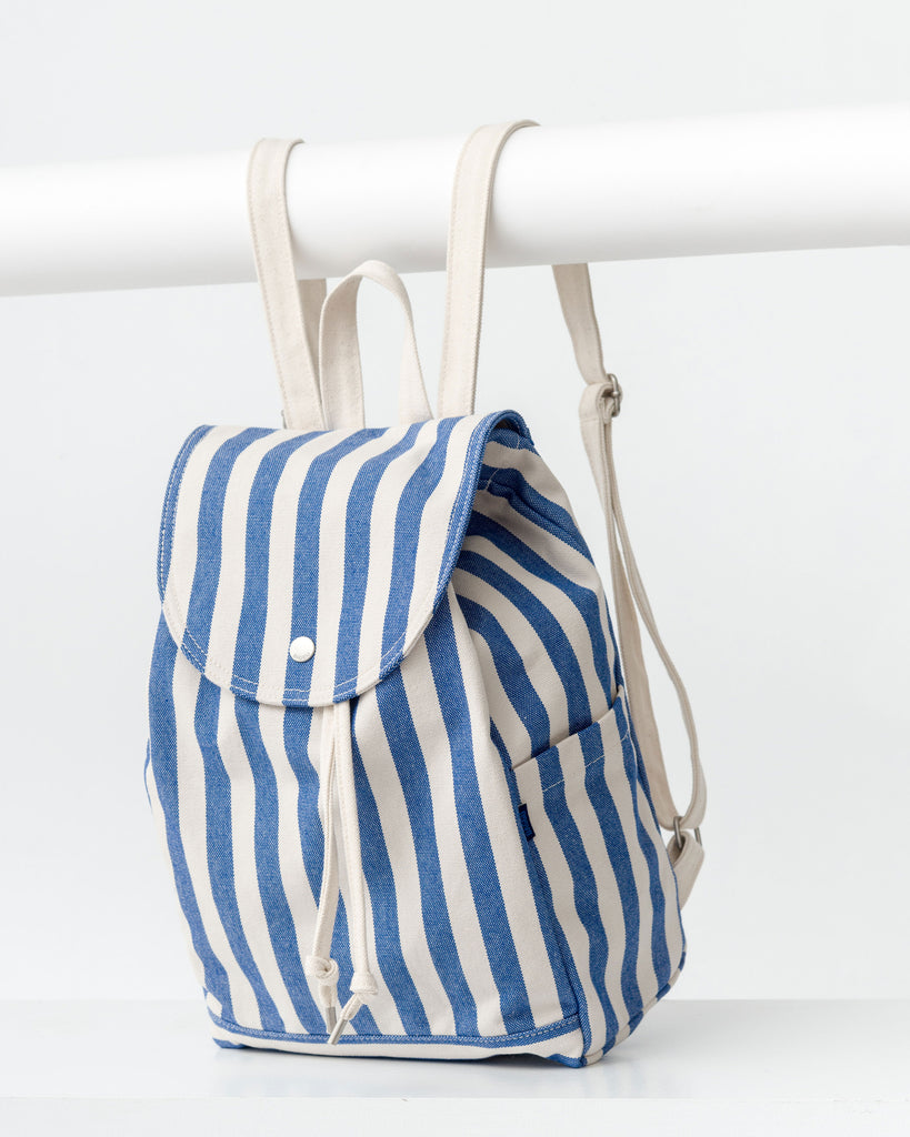 BAGGU Canvas Drawstring Backpack in Summer Stripe, Blue and White
