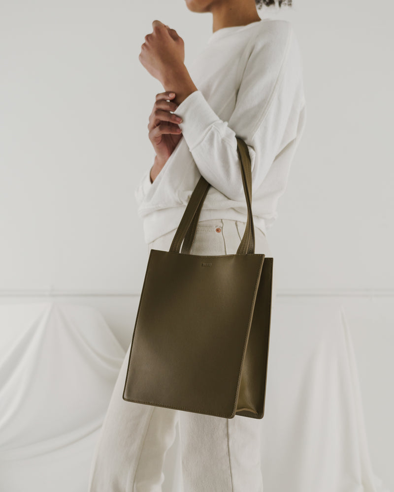 BAGGU  Medium Leather Retail Tote - Kelp