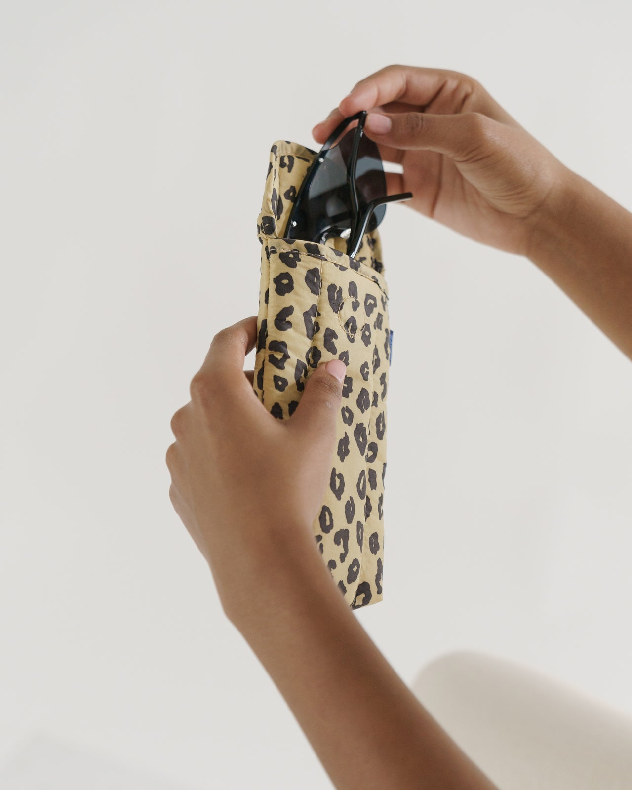 Puffy Glasses Sleeve - Honey Leopard