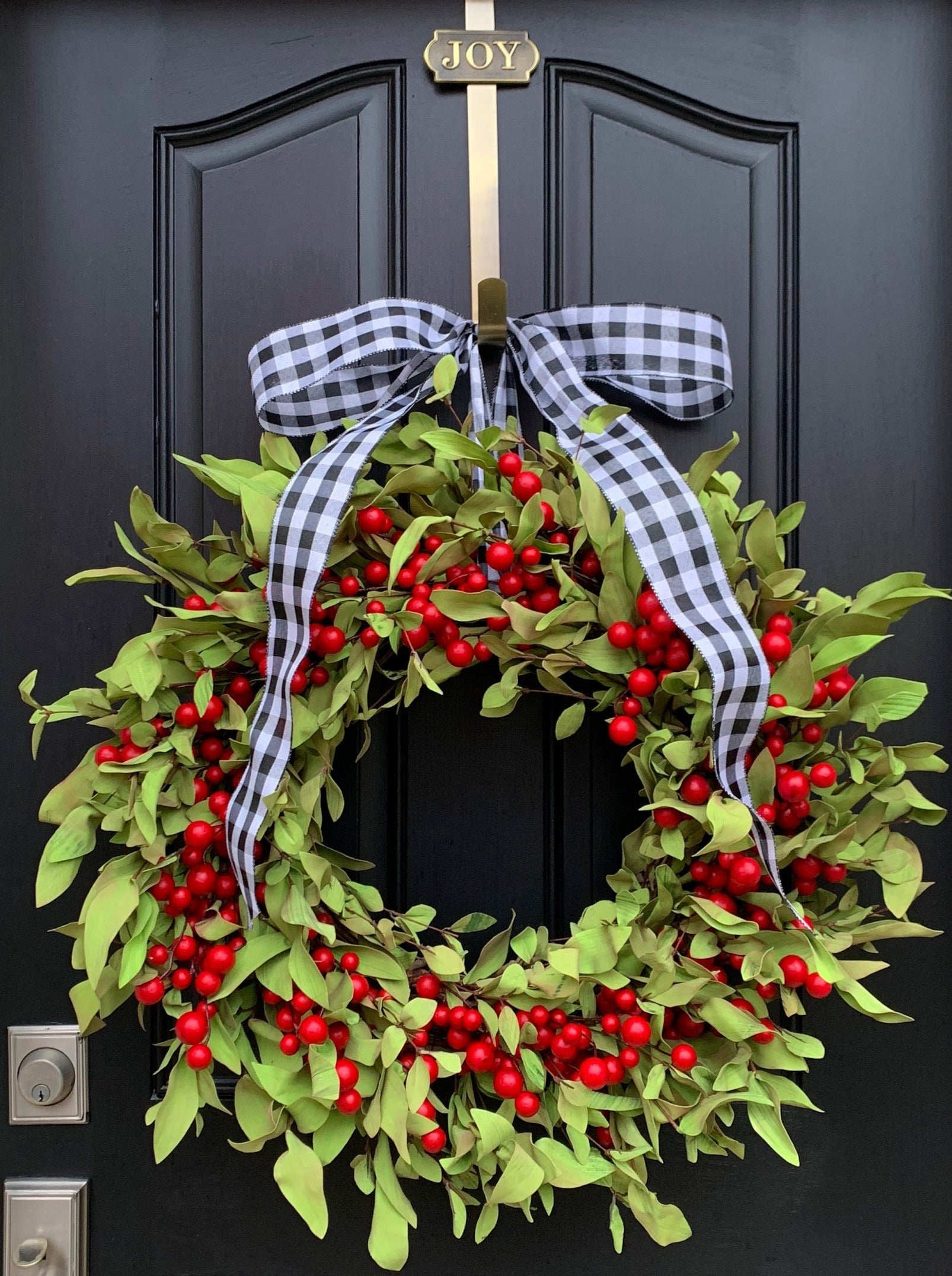 Red Berry and Boxwood Christmas Wreath - TwoInspireYou