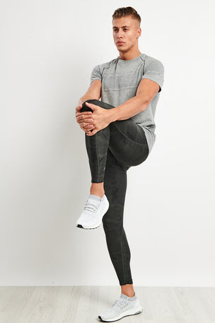 2XU Accelerate Print Compression Tights image 2 - The Sports Edit