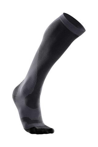 2XU Men's Perform Compression Socks image 1 - The Sports Edit
