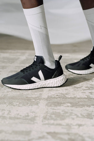 Veja Condor Mesh Black White - Black image 5 - The Sports Edit