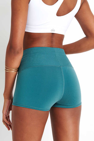 Alo Yoga Aura Short - Seagrass image 3 - The Sports Edit